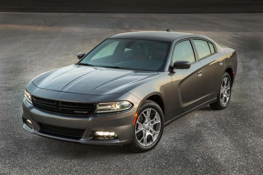 2017-dodge-charger-sxt-awd-front-three-quarter
